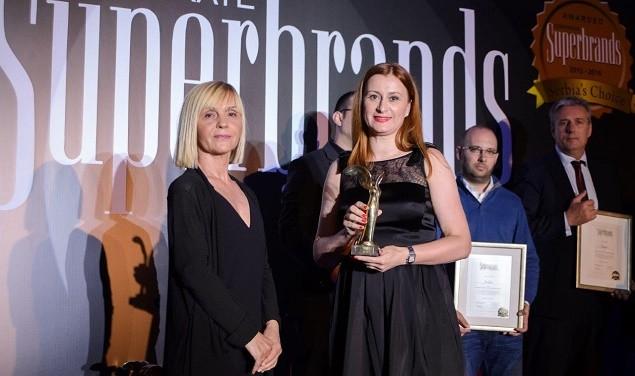 Sonja Marić ispred UNIQA osiguranja na dodeli nagrada