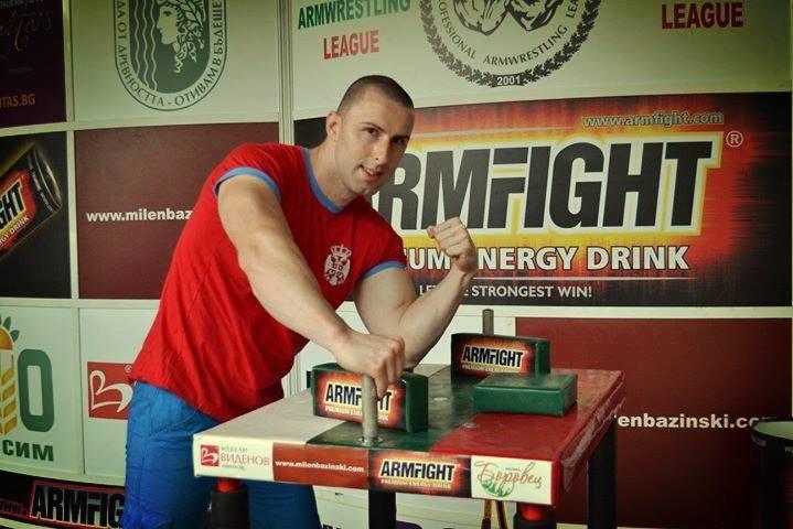 Nenad Shone Smiljković jedan od najpoznatijih i najboljih armwrestlera u Srbiji ( Armwrestling - sportsko obaranje ruke ) danas je preuzeo da vodi kancelariju za mlade u opstini Trstenik.