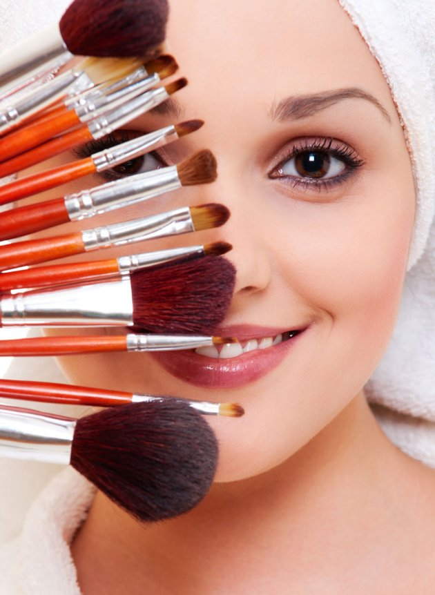 Trikovi u šminkanju:Smanjite nos u samo nekoliko poteza!(VIDEO)