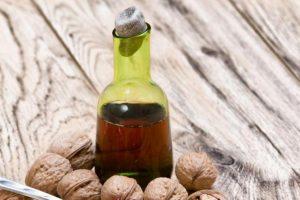 Liker od oraha: Melem za želudac i štitnu žlezdu (recept)