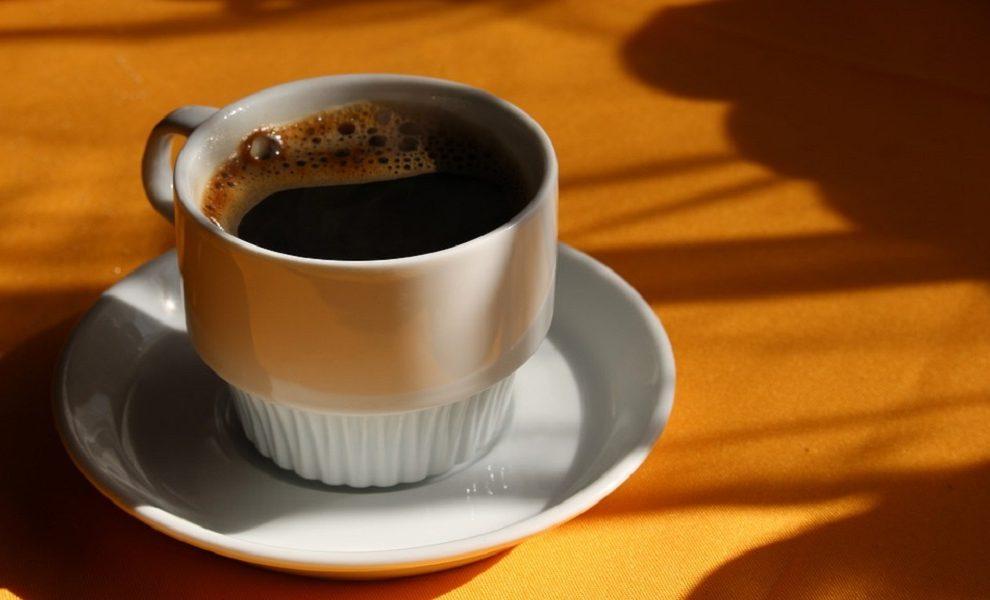 Kada jednom operete kosu kafom, počećete to stalno da radite, a evo i zbog čega!