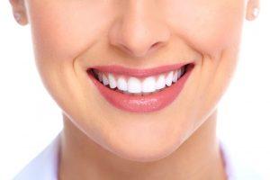 Ukoliko želite da imate bele zube, ove namirnice izbegavajte!
