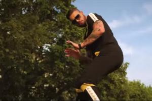 "PREMIJERNO! MC STOJAN TVERKUJE DOK ""LETE PARE""! (VIDEO)"