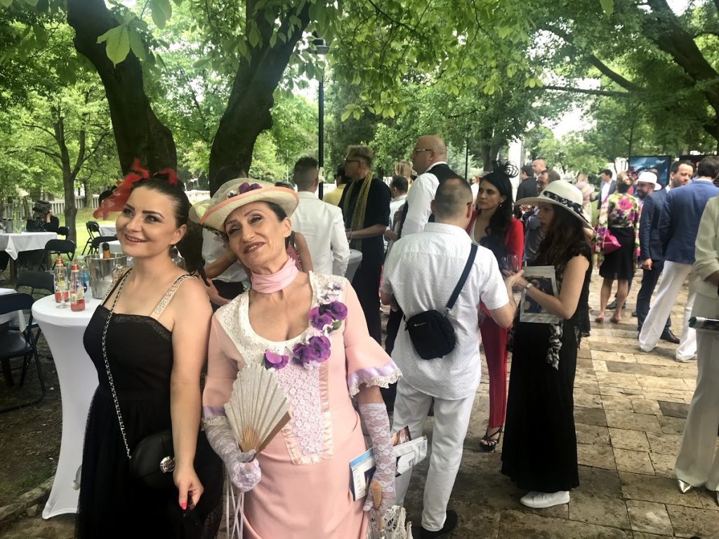 ROYAL WEDDING PARTY: MAGAZIN PROMOVISAN UZ DIREKTAN PRENOS KRALJEVSKOG VENČANJA!
