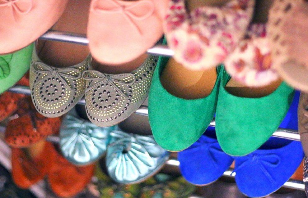 Kako da skinete fleke sa letnje obuće, a da je ne uništite: Ovako se održava brušena koža!