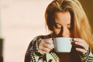 Pred spavanje pomešajte ova dva sastojka i STAVITE POD JEZIK: Probudićete se SVEŽI KAO JUTARNJA ROSA