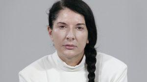 Marinu Abramović čovek udario po glavi portretom Marine Abramović