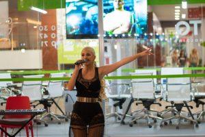 Sara blistala na promociji nove pesme! (FOTO)