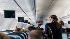 Zašto stjuardese i piloti na visini ispod 3.048m ne smeju da razgovaraju?