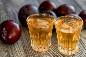 RAKIJA KAO LEK Omiljeno piće Srba pomaže kod 12 zdravstvenih problema! (RECEPT)