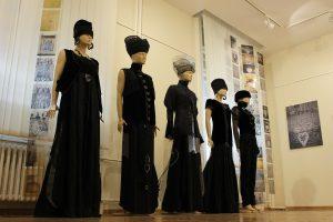 Serbia Fashion Week se otvara spektakularnom izložbom kolekcije visoke mode inspirisane srpskom vojnom uniformom
