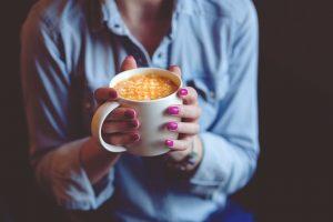 Pijete kafu odmah nakon buđenja? Evo šta to radi vašem organizmu!