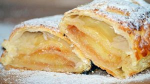 Lisnato testo i jabuke su savršen spoj za mirisnu pitu