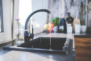 Izvucite sudoperi visoki sjaj da izgleda kao tek kupljena