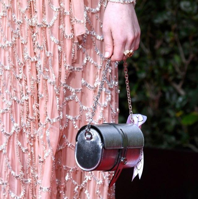 Haljina s dodele Zlatnog globusa koju nazivaju umetničkim delom: 63.000 perlica i 800 sati rada
