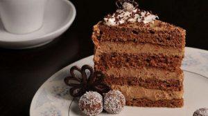 Čokoladno, kremasto, sa lešnikom-čoko nugat kolač