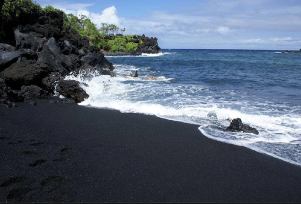 Najveća atrakcija na Havajima je nova plaža koju je stvorio vulkan