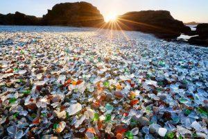 Staklena plaža - Sovjetsko odlagalište praznih boca votke danas je prekrasna plaža!