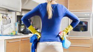 Sa drvenih ormarića u kuhinji, skinite masnoću uz pomoć trikova koji su zlata vredni
