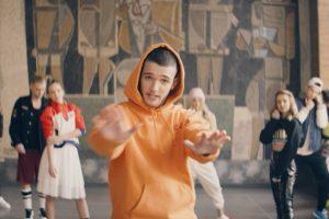 """NOVA POP ZVEZDA I MILJENIK TINEJDŽERKI NAPRAVIO LOM - Mateya izbacio singl """"FIGHT"""""""